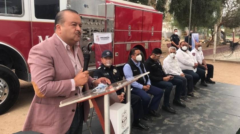 Donan maquina extintora para el Valle de Guadalupe(Jayme García)
