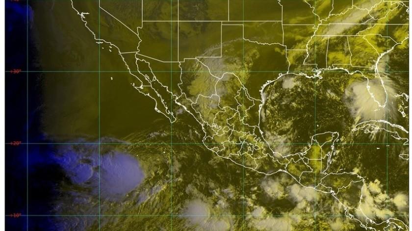 """Los pronósticos estimaron que """"Karina"""" permanecerá como tormenta tropical hasta el próximo viernes, cuando se debilitaría a depresión tropical."""