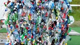 El equipo estimó que la remoción de la basura plástica de la isla costaría aproximadamente unos 4.68 millones de dólares y requeriría 18 mil horas-hombre de trabajo.