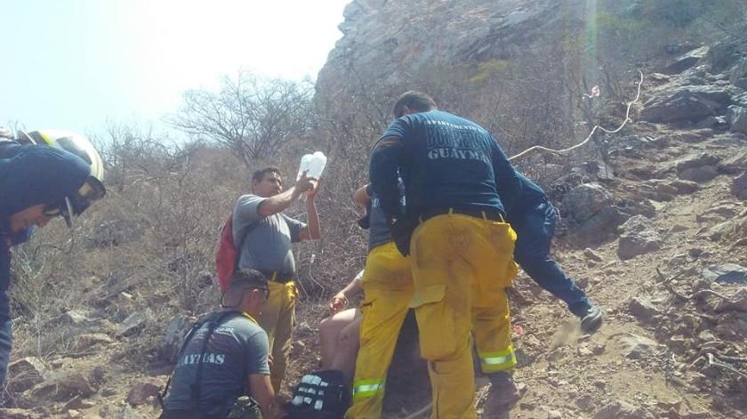 Por fortuna el turista fue rescatado y llevado a un hospital a bordo de una ambulancia de Rescate San Carlos(Bomberos Voluntarios Guaymas)