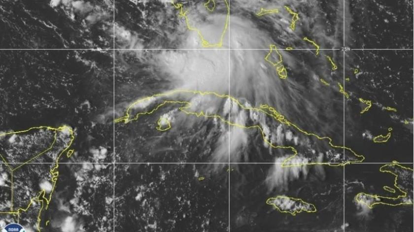 Imagen del 12 de septiembre de 2020 de la Oficina Nacional de Administración Oceánica y Atmosférica (NOAA, por sus siglas en inglés) muestra la formación de la tormenta tropical Sally frente al sur de Florida.(AP)