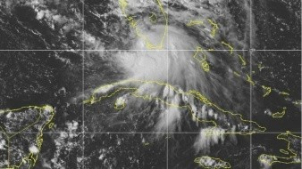 Imagen del 12 de septiembre de 2020 de la Oficina Nacional de Administración Oceánica y Atmosférica (NOAA, por sus siglas en inglés) muestra la formación de la tormenta tropical Sally frente al sur de Florida.