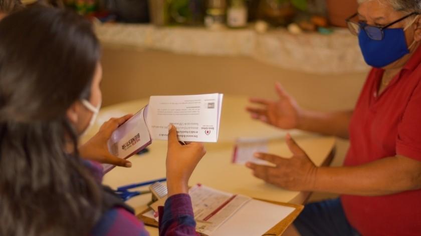 Hombre ejemplar que sacó a sus hijos adelante recibió tarjeta de pensión adulto mayor(Cortesia)