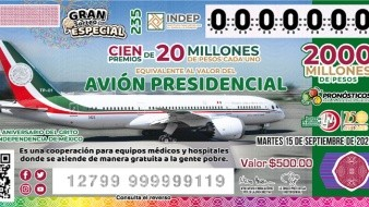 Filas de personas buscando comprar boletos se observaban este martes en la Ciudad de México.