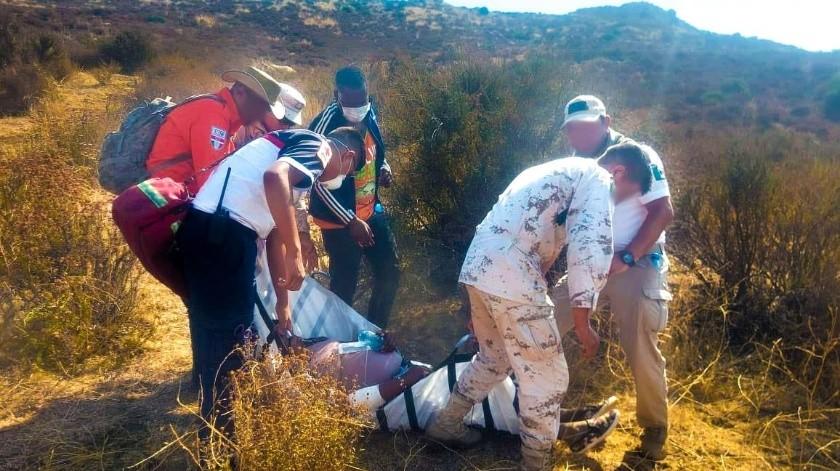 Rescatan a migrante embarazada al pie de la malla fronteriza(Tomada de la red)