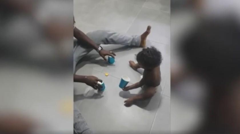 Un bebé de 1 año domina el juego contra su padre en un vídeo que se ha hecho viral.(DPA)