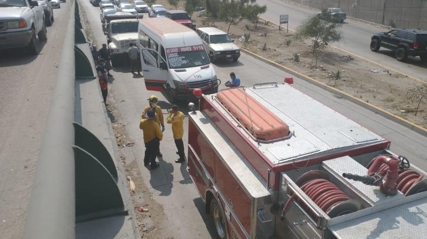 Chocan volteo y taxi sobre el bulevar Rosas Magallón(Margarito Martínez)