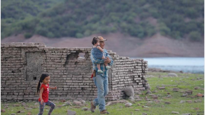 Cada año el nivel del agua en la presa El Novillo bajay pueden apreciarse las ruinas de San José de Batuc(Anahí Velázquez)