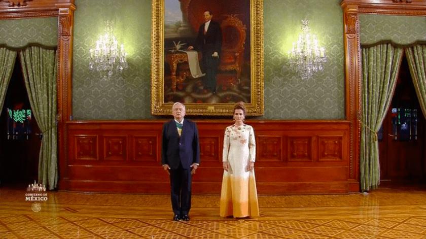 Como es usual cada año, el vestido utilizado por la esposa del Presidente de México en la celebración del Grito de Independencia fue objeto de críticas(Captura de pantalla)