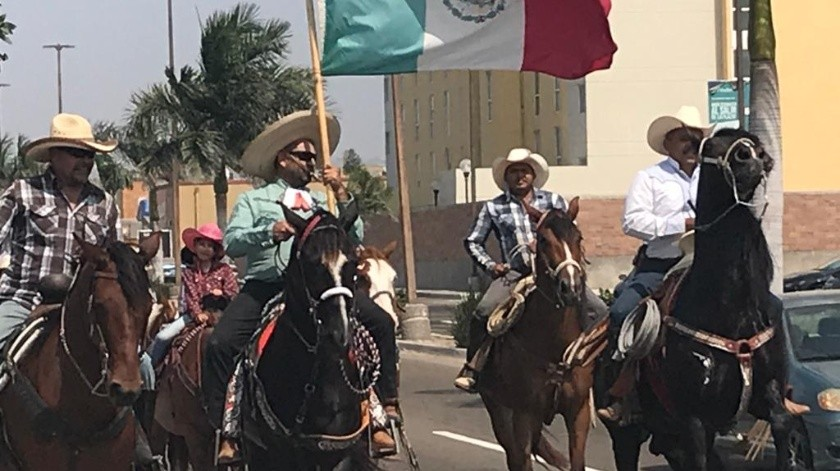"Realizan ""mini desfile"" del 16 de Septiembre en Rosarito(Carmen Gutiérrez)"