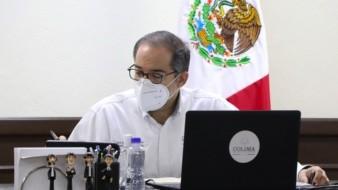 El gobernador de Colima, Ignacio Peralta recorrió la zona afectada a bordo de una embarcación menor acompañado de pescadores