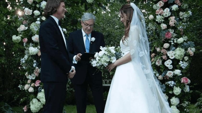 ¡Se casó en secreto!: Elizabeth Gillies comparte las primeras imágenes de su boda