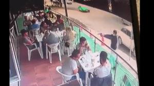 Ricardo Uriel,de 26 años, estaba con varios amigos en un restaurante enlacolonia Lomas del Campestre, en León, Guanajuato, cuando de pronto un sujeto se acercó y le disparó en al menos tres ocasiones.