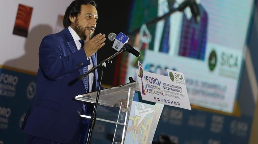 El vicepresidente de El Salvador, Félix Ulloa, negó este jueves que la reforma constitucional que le encargó preparar el presidente del país, Nayib Bukele, busque perpetuarlo en la presidencia y concentrar el poder a su favor.(EFE)