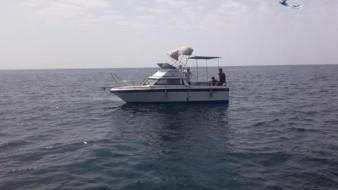 Esta acción se llevó a cabo tras recibirse una llamada telefónica del C5 de Guaymas, informando de la avería en el motor de citada embarcación, con tres tripulantes a bordo.