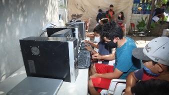 Un ciudadano prestó seis computadoras y se ofreció a pagar el Internet para los niños del Norte de la ciudad