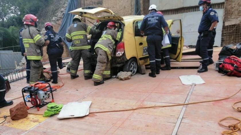 Gabriel Ramírez, de 40 años de edad, segundos antes del accidente había subido a un pasajero, pero perdió el control de la unidad y esta retrocedió cayendo hacia el vacío.(@victord85479573)