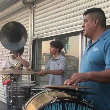 De los escenarios a tocar en semáforos en Tijuana