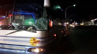 En estas condiciones quedó el camión de pasaje foráneo de la empresa Mayitos tras arrollar a un hombre en la carretera