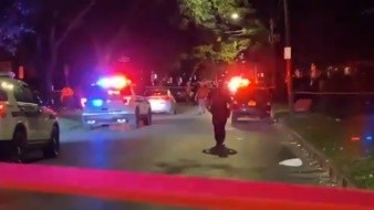 Los hechos se registraron alrededor de las 00:30 horas, en el patio posterior de un domicilio situado en Pennsylvania Avenida 2, donde se encontraban al menos 16 personas.