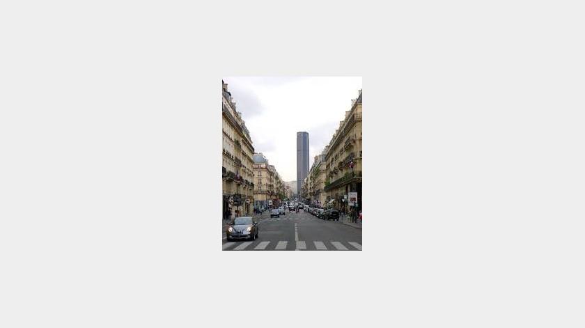 Intenta escalar edificio de París y es arrestado(Tomada de la red)
