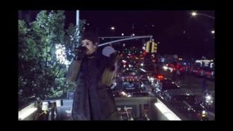 Bad Bunny da concierto en movimiento sobre un trailer en Nueva York