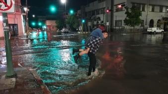 Se registra fuerte lluvia en Hermosillo este domingo