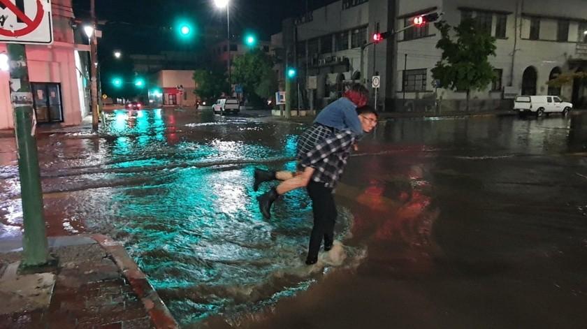 Se registra fuerte lluvia en Hermosillo este domingo(Gamaliel González)