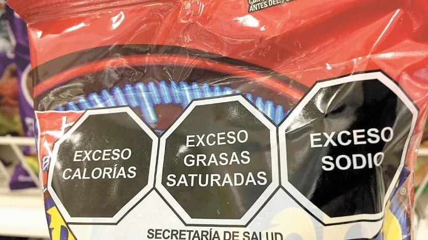 El próximo 1 de octubre entra en vigor la modificación a la Norma Oficial Mexicana 051, que en una primera etapa obligará a las empresas a colocar sellos de advertencia(Especial)
