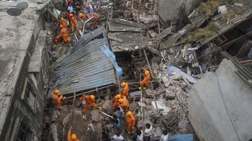 Hasta el momento se cuentan a11 personasmás que resultaron heridas cuando el edificio se vino abajo.(AP)