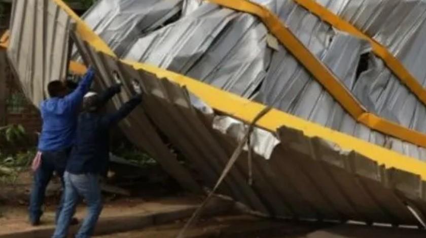 Fuertes e inesperados vientos en Hermosillo vuelan tejabán que daña casa(Ilustrativa)