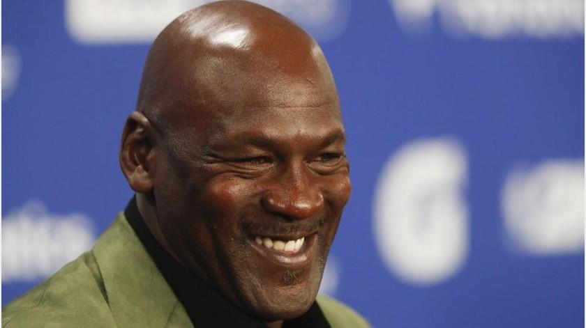 Michael Jordan compra equipo de NASCAR y recluta a Bubba Wallace(AP)