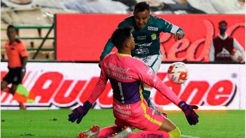 El León se quedó con la victoria en su estadio.(EFE)