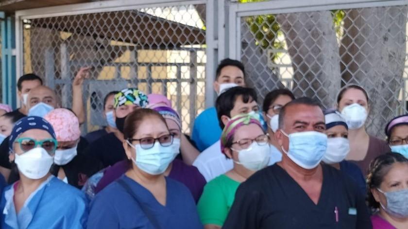 Durante la tarde del domingo, el personal médico realizó su primera manifestación.(Sergio Ortiz)