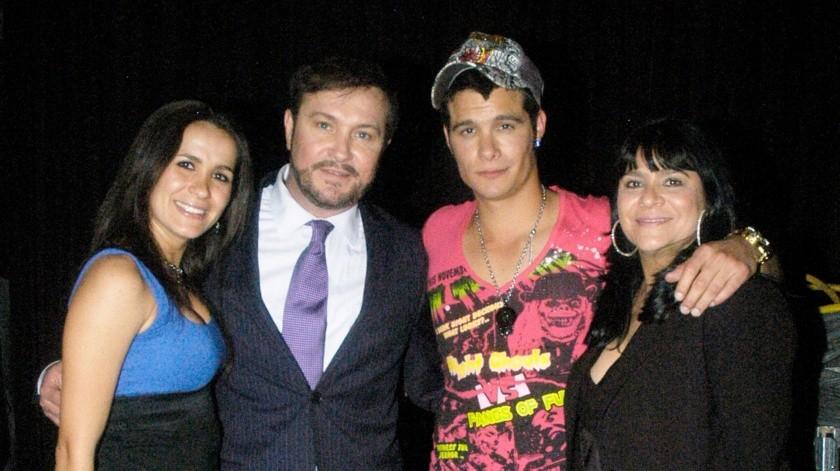 Arturo Peniche y Gaby Ortiz, junto a sus hijos, Brandon y Khiabeth.(Agencia México)