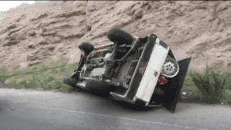 Hallan auto volcado con la música a todo volumen y piezas usadas para vehículo en Nogales