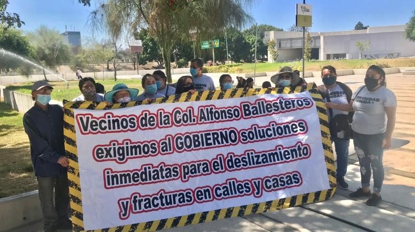 Vecinos protestan por deslizamientos en colonia Alfonso Ballesteros(Cortesía)