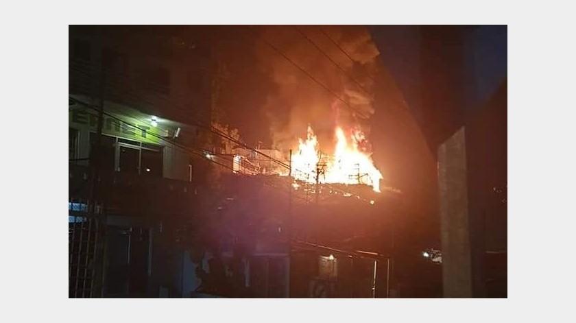 Incendio consume viviendas en la colonia Camino Verde(Margarito Martínez)