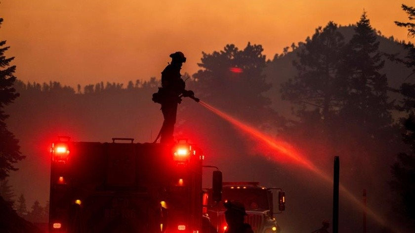 México manda bomberos a California para ayudar a combatir uno de sus peores incendios(EFE)