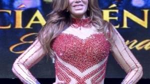 A Lucía Méndez le falla el playback y pide detener la canción