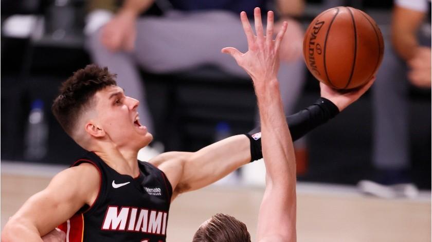Tyler Herro fue el líder anotador del Heat de Miami.(EFE)