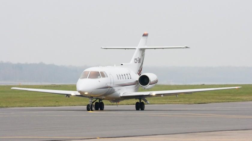La Fiscalía General de la República investigará si el avión tipo jet Hawker 800, como el que aparece en la imagen, que se estrelló en Guatemala corresponde al que robaron en Cuernavaca(Wikipedia Commons)
