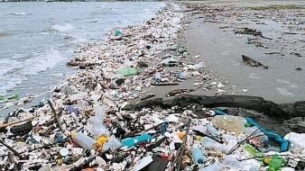 Los desechos recorren 487 kilómetros y pasan por 14 departamentos y 90 municipios antes de terminar en las playas hondureñas.