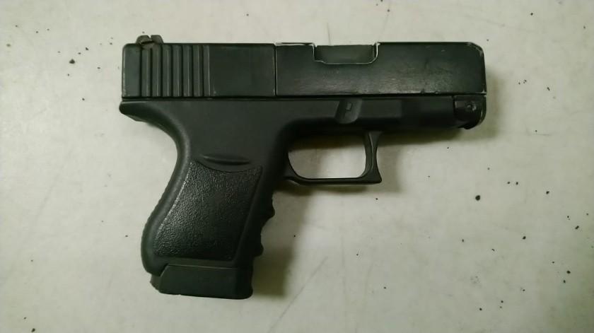 Asalta autoservicio con arma falsa, es detenido en la Carbajal(Cortesía)