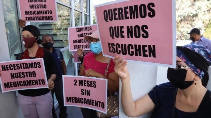 La protesta se realiza a las afueras del Hospital General de Tijuana.(Sergio Ortiz)
