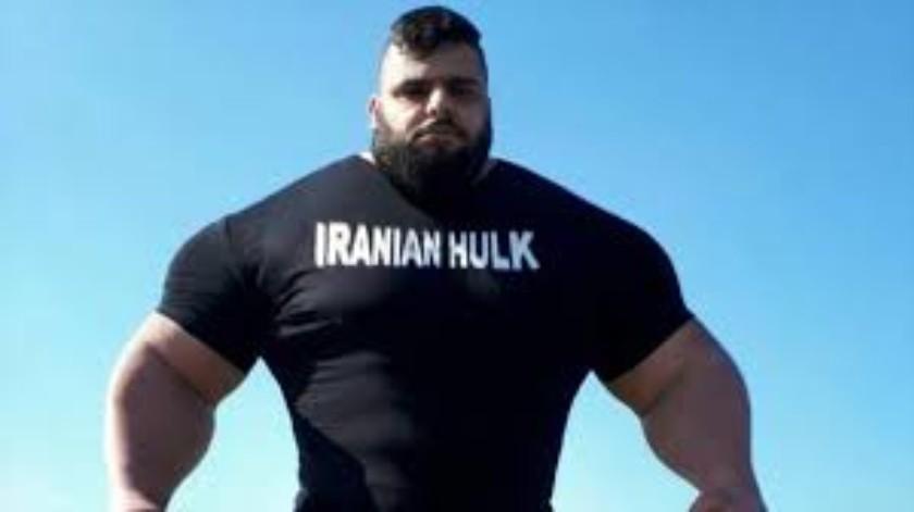 Hombre se entrena doblando un sartén, se hace llamar el Hulk iraní(Tomada de la red)