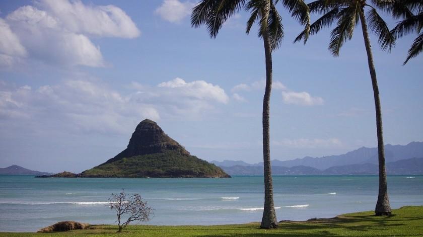 Conforme suba el nivel del agua, otro 8% de la costa estará en riesgo de endurecimiento, con lo que para mediados de siglo casi el 40 % de las playas de arena de Oahu podrían perderse(Foto ilustrativa     Oahu, Hawái)