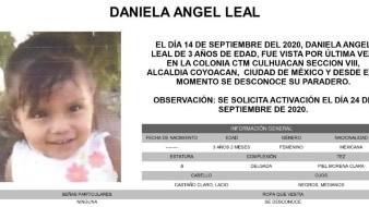 Daniela es de piel morena clara, complexión delgada, mide 60 centímetros de estatura, tiene el cabello lacio, castaño claro; y los ojos medianos, color negro.