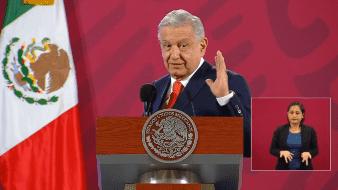 Se tienen que bajar las comisiones que cobran los bancos, manifestó López Obrador.