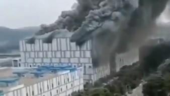 El edificio tiene una estructura de acero y se cree que las llamas se propagaron a través de materiales absorbentes de sonido.